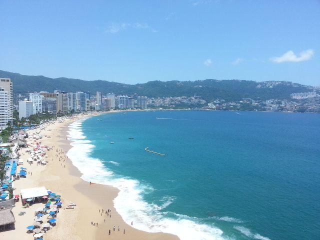 1600px-Vista_desde_un_hotel_en_Acapulco