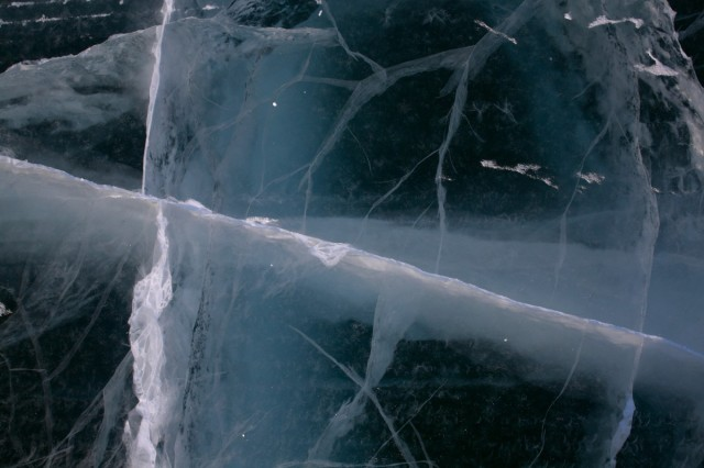 ice_frozen_crack_cracked_frozen_lake-1397894.jpg!d